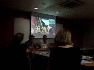 Produtores Michel Agier e Nicolas Blies durante apresentação na (EHESS). Reparem a foto dos índios brasileiros tirada em S.Paulo.