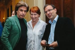 Jarre, sua P.A. Fiona Commins e Gadi Oron (CISAC)