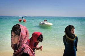 Mulherada na praia no Irã...sim, com roupa !!!