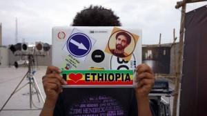 Músico eletrônico etíope Mikael 'Tek' Seifu na Nigéria.
