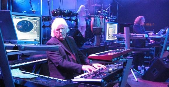 Faleceu no ultimo dia 20 de Janeiro de 2015, em Viena na Áustria, o músico, produtor e pioneiro eletrônico alemão, Edgar Froese aos 70 anos de idade. A causa da morte foi embolia pulmonar. O músico foi o fundador e […]