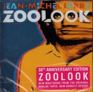 Etiqueta com a informação sobre o 30° aniversário do álbum é exclusiva da versão CD.