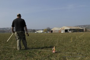 Franck Bonneau demarcando o campo para montar seu projeto.