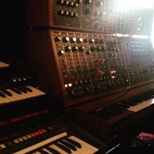 """Foto tirada pela equipe do documentário """"Soundhunters"""" dentro do estudio de J.M.Jarre."""