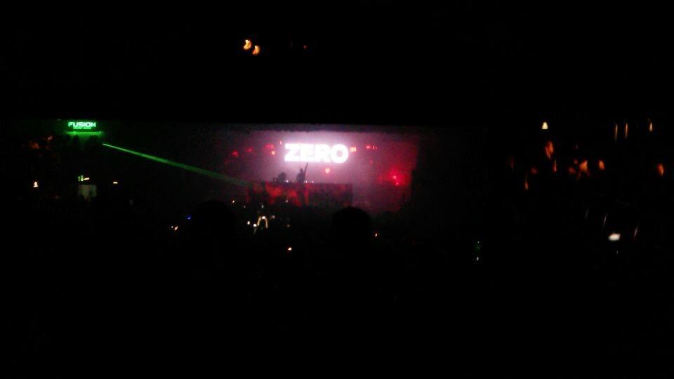 """""""Zero Gravity"""" apresentada no telão do show de Above&Beyond no Audio Club de São Paulo"""