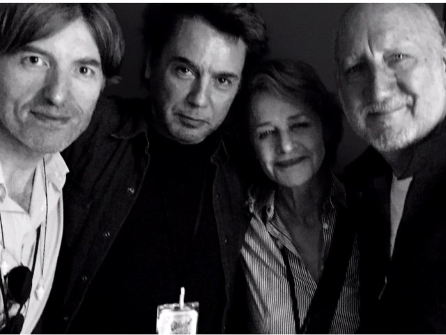 """Nicolas Godin , J.M.Jarre, Charlotte Rampling e Peter Townshen, no backstage do show do The Who"
