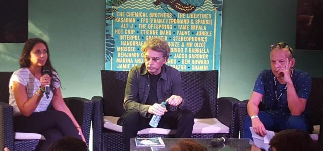 """O músico francês Jean Michel Jarre esteve no stand da Columbia Records, para divulgar seu novo trabalho, o álbum """"Electronica"""" no """"Rock en Seine Festival – 2015 """" em Paris, França, no último dia 29/08. Jarre realizou uma conferência de […]"""