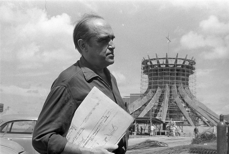Arquiteto brasileiro (1907-2012)