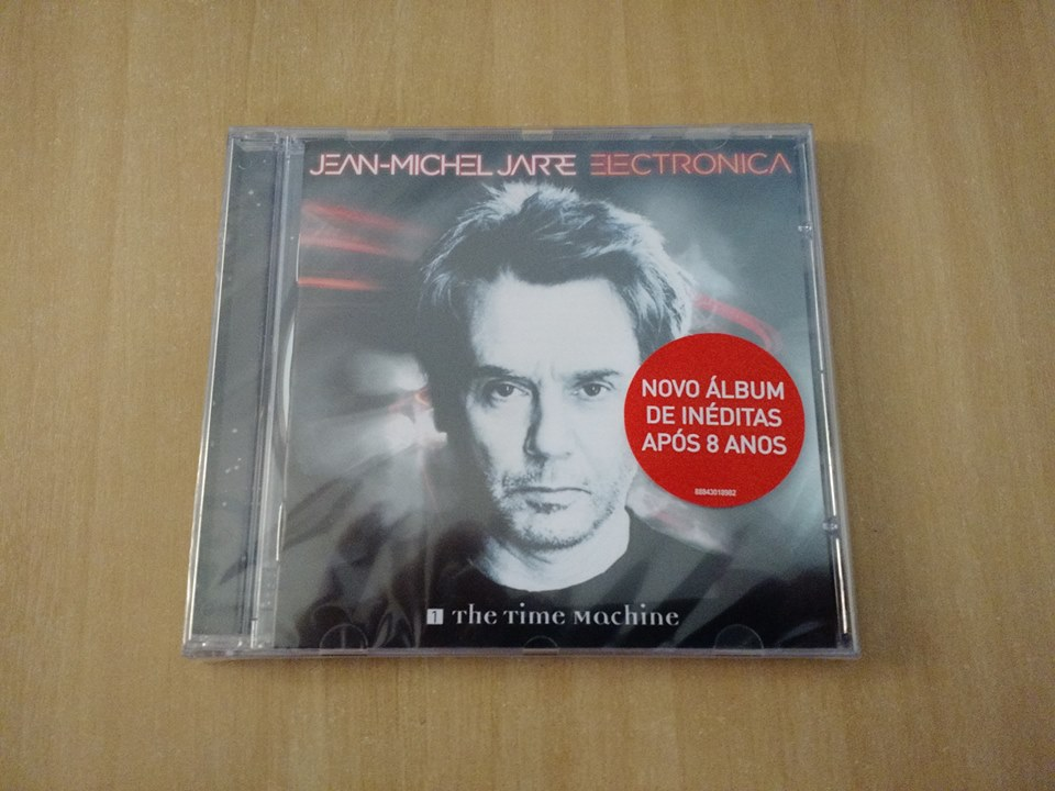 """Edição brasileira de """"Electronica I"""", com adesivo e embalagem jewelcase."""