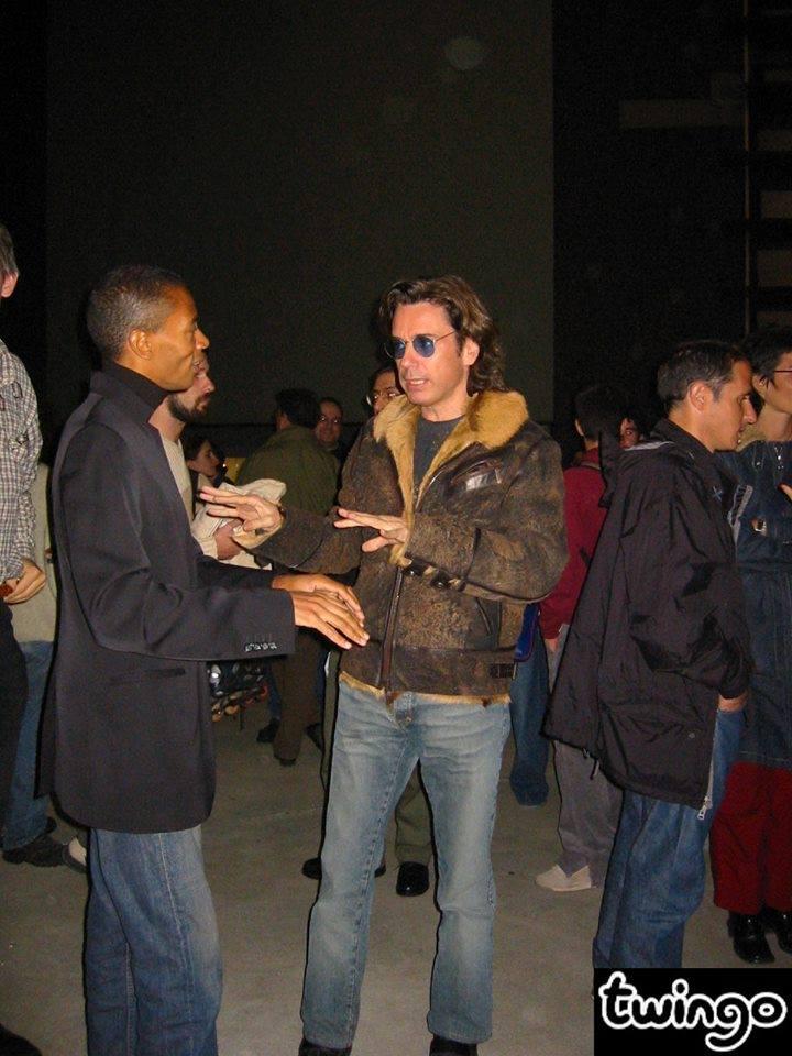 Jarre e Jeff Mills por volta de 2002 durante uma apresentação do Kraftwerk em Paris.