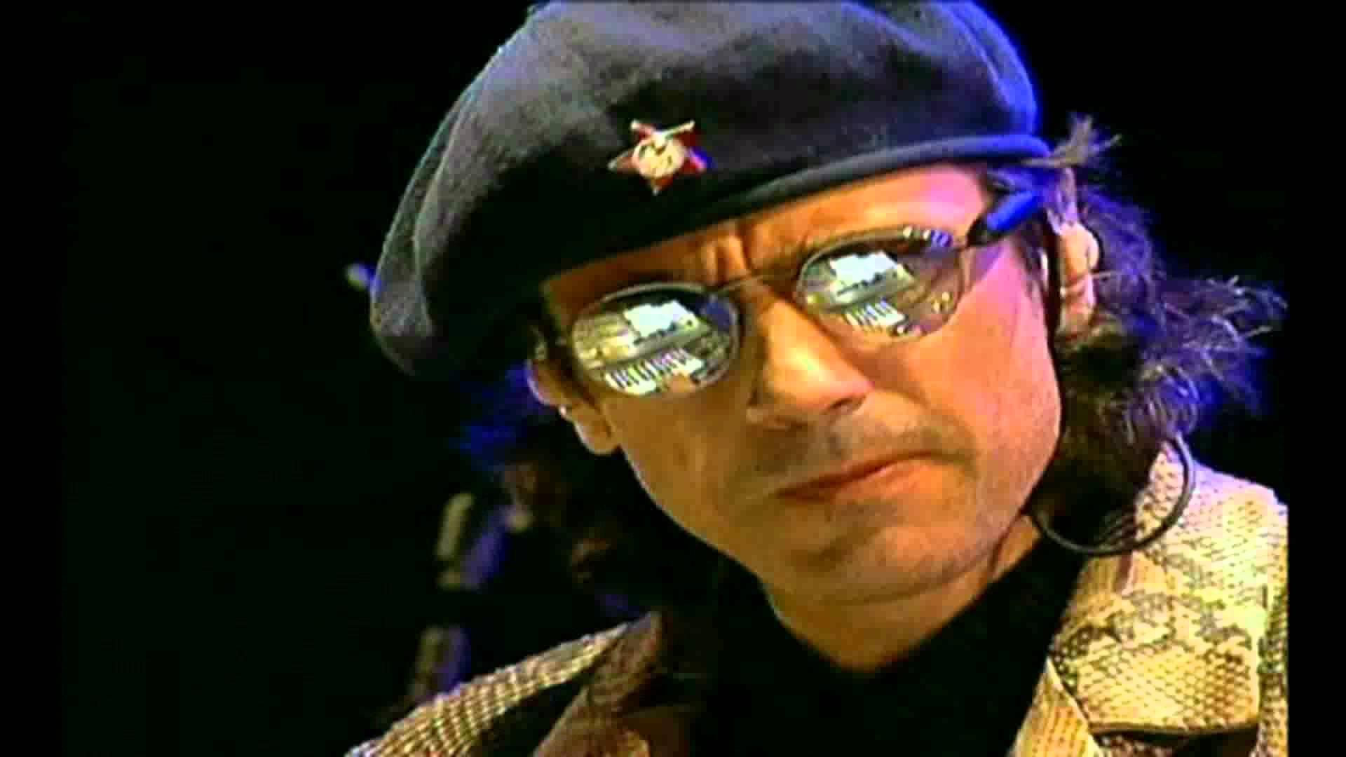 Jarre explica o visual do concerto de Moscou em 1997.