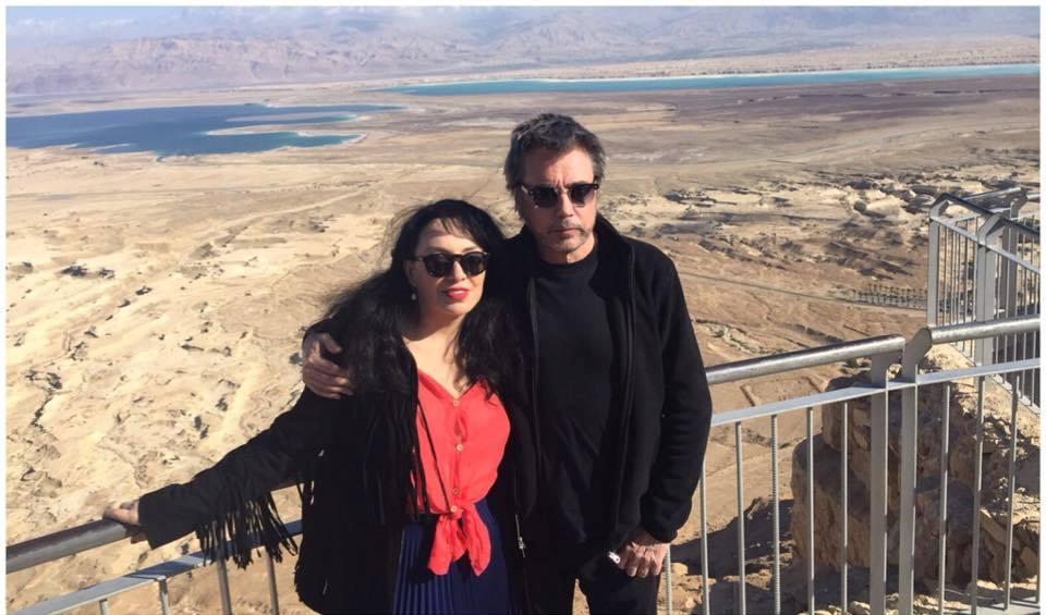 Jarre em Massada junto com a diretora da ARTEGO, Alexandra Juran.