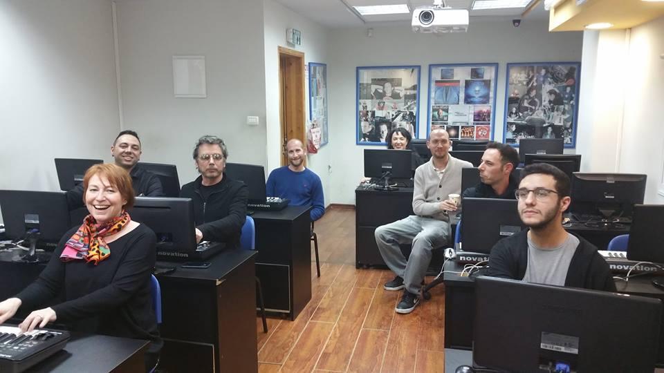 Jarre , Fiona e os estudantes do BPM College, bricando de prova...