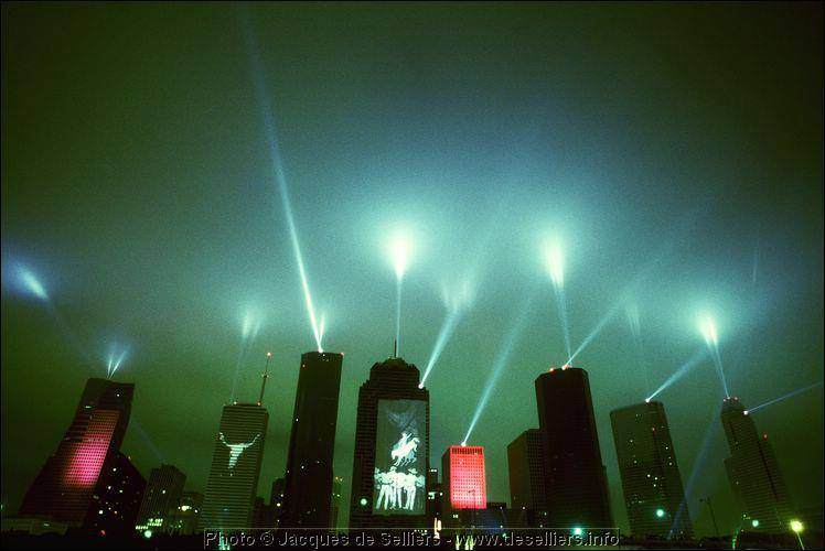 Skyline de Houston totalmente modificado pelo concerto.