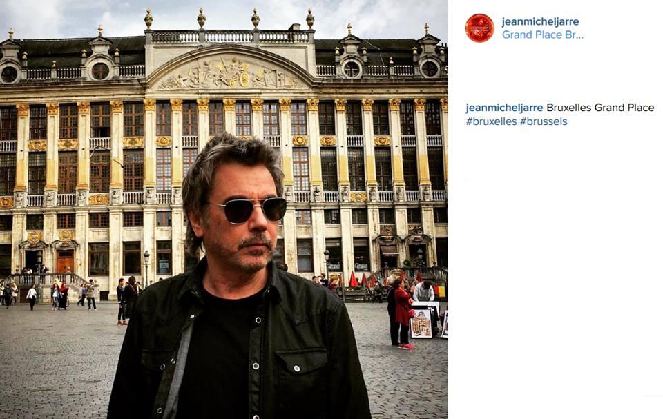 """Jarre em frente ao """"Grande Palácio de Bruxelas"""""""