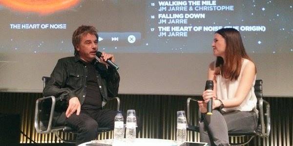 """O músico francês Jean Michel Jarre, continua seu giro promocional pela Europa. Ele esteve em um evento chamado """" Carte Blanche @ Paris"""" , com a imprensa francesa e convidados no Club Silencio de Paris, no último dia 27/04 para […]"""