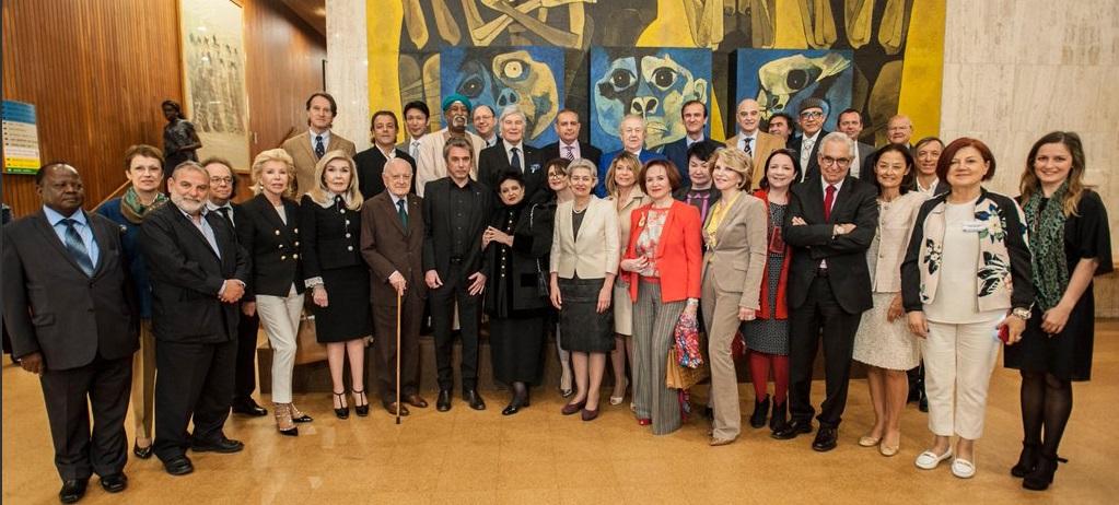 Embaixadores da UNESCO, reunidos na sede a organização em Paris.