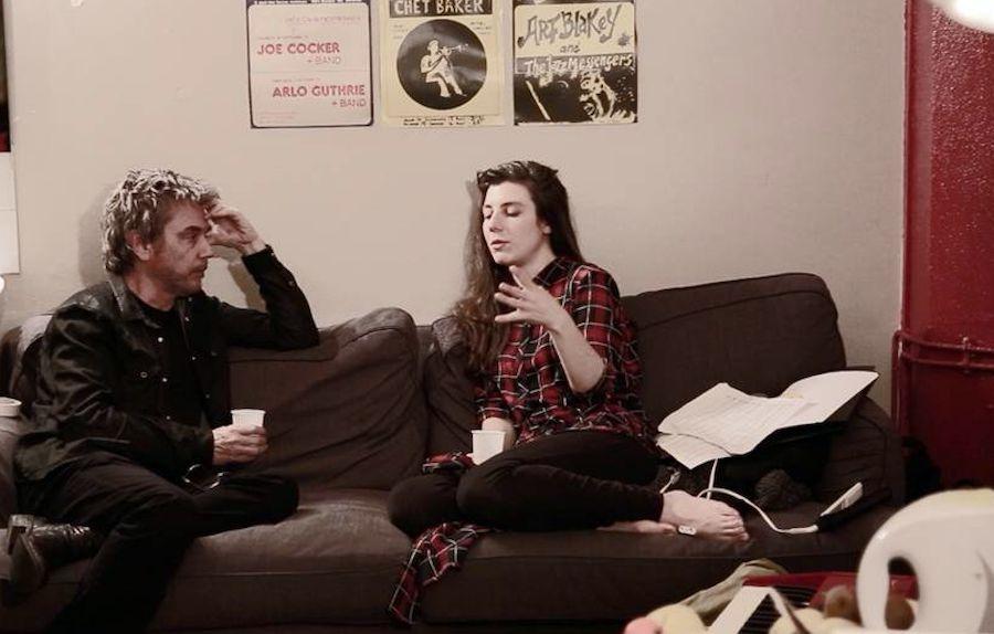 Jarre e Julia mais a vontade na casa da artista em L.A.