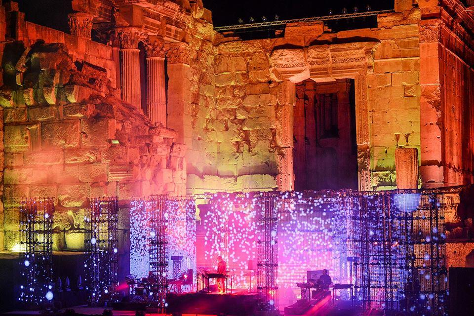 Jarre enfeitiçando o público libanês pela segunda vez na vida.