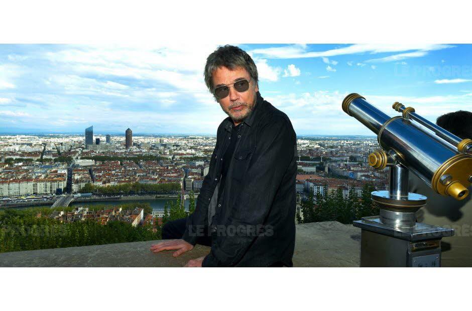 Jarre visita sua cidade natal, Lyon.