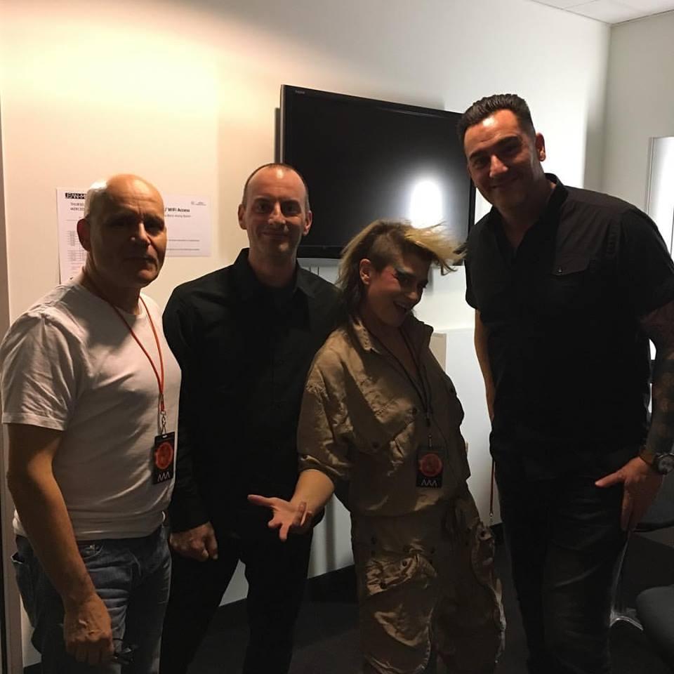 Backstage : Peaches com a Le tribe (Samard, Gervais e Grenier)