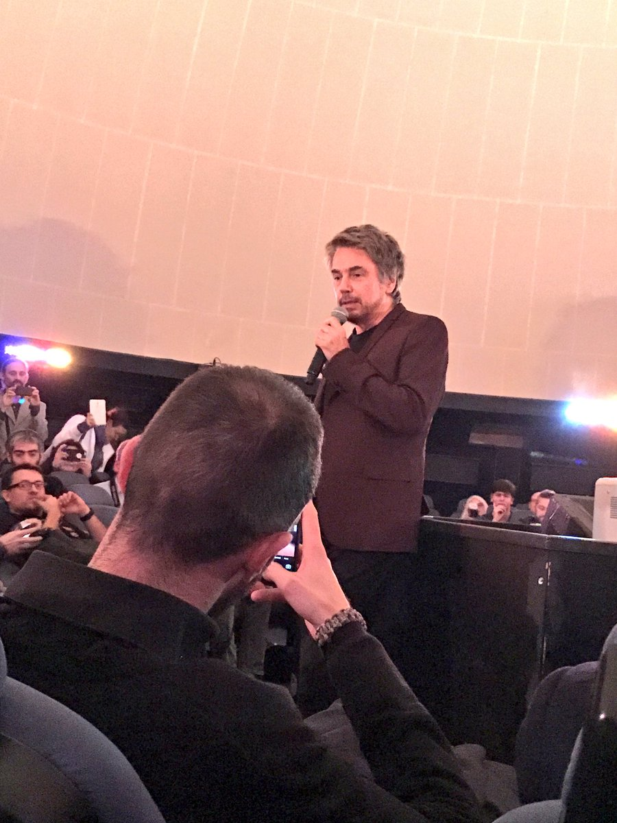 Jarre apresenta Oxygene 3 no Planetário do Palais de la Découverte de Paris